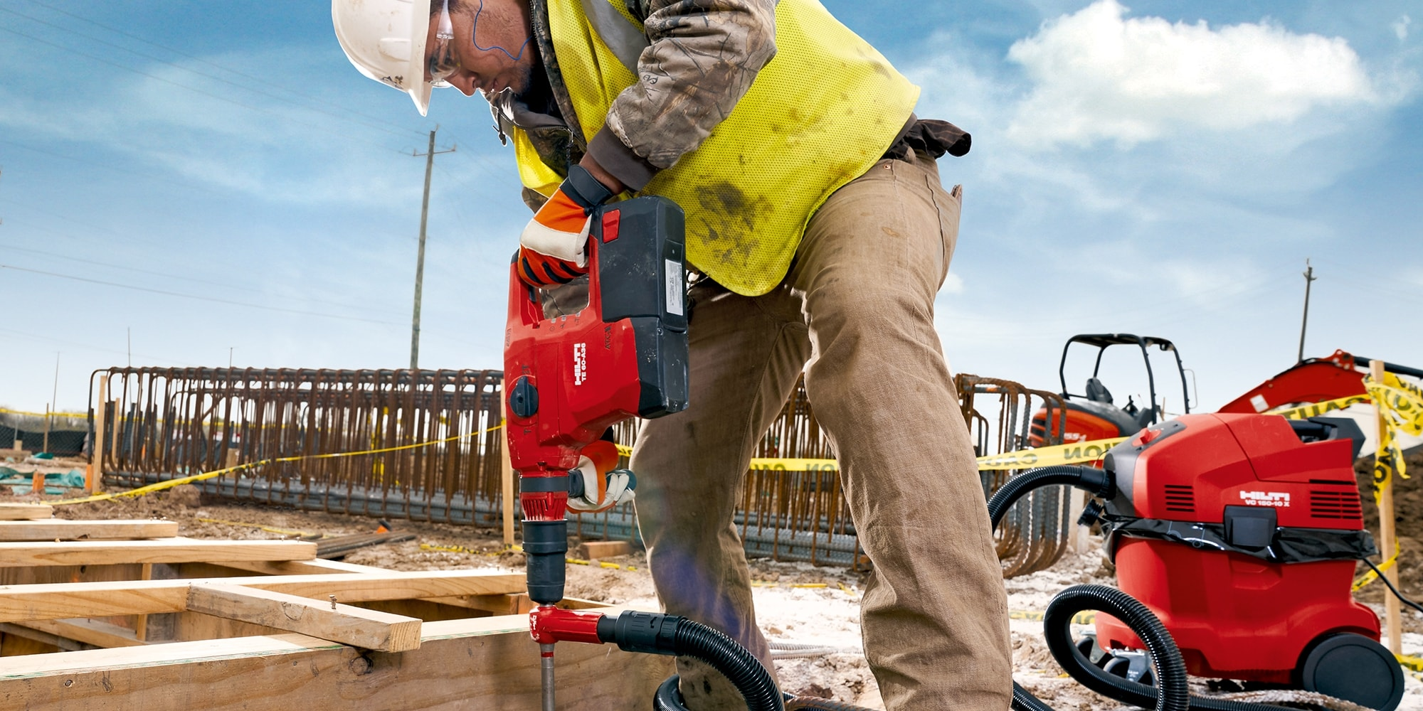 TE 60-A36 Cordless Combihammers, being used virtually dust-free with a TE-YD hollow drill bit