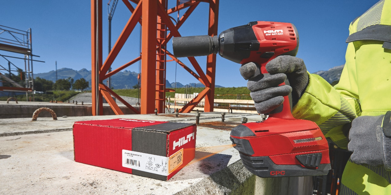 High-tech power tool for automatically installing bolts with exactly the right torque for approvals