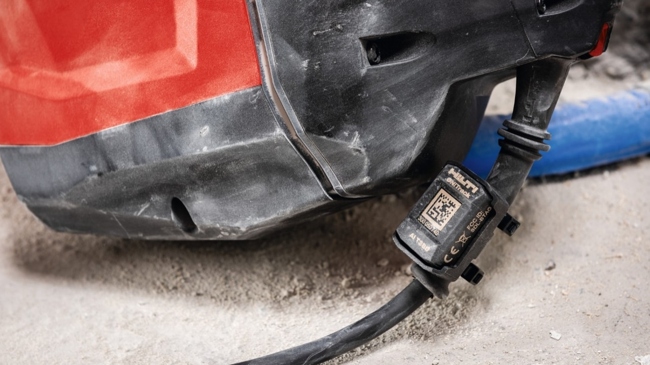 Robust ON!Track smart tag AI T380, developed for tough jobsite conditions